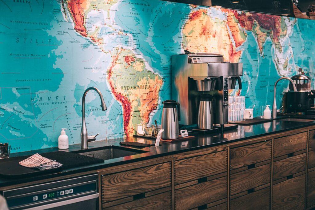 Indret dit hjemmekontor med et verdenskort